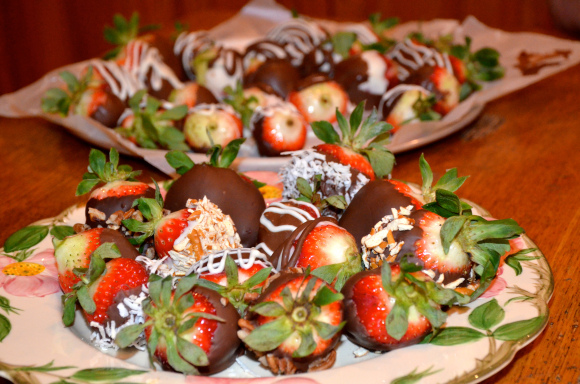 Shawn Johnson's the body depatment - easy chocolate covered strawberries